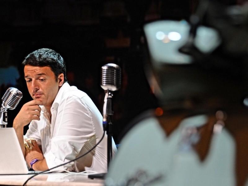 Governo: Renzi, per futuro basta inciuci e larghe intese