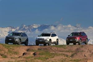 il-marchio-jeep-registra-un-primo-trimestre-e-un-mese-record-150408_jeep_cherokee_marrakesh-challenge_01