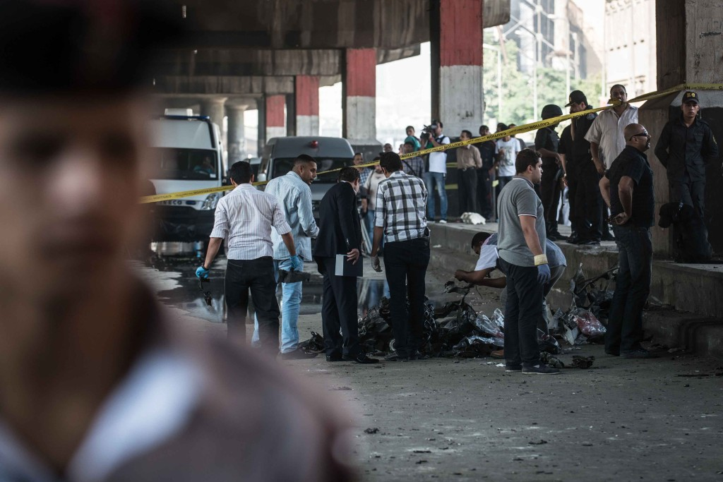 Egitto, autobomba al Cairo: colpito consolato italiano