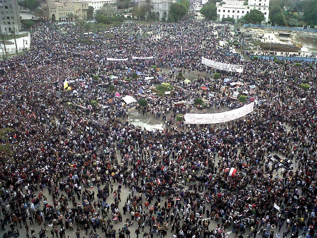 Piazza Tahrir piena di manifestanti nel 2011. Fonte: bit.ly/20PQ8pb