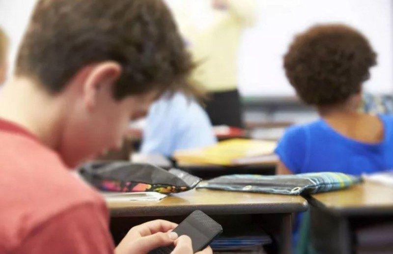 smartphone-in-classe