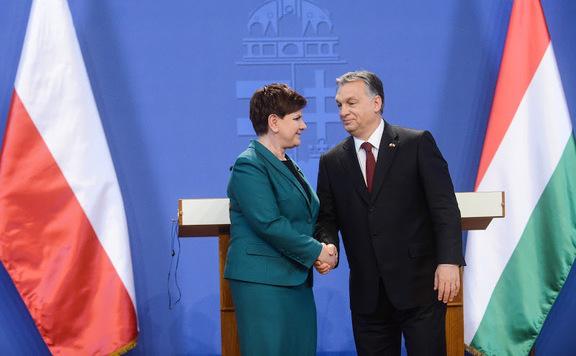 Beata Maria Szydło, primo ministro della Polonia, e Viktor Orbán, primo ministro dell'Ungheria. Fonte: magyarhirlap.hu