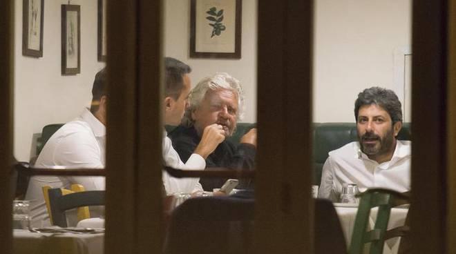 Luigi Di Maio, Beppe Grillo e Roberto Fico. Fonte: reggionotizie.com