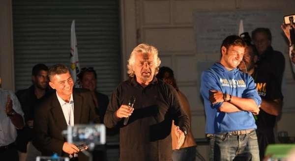 Beppe Grillo durante il comizio di Nettuno. Fonte: raa5.com