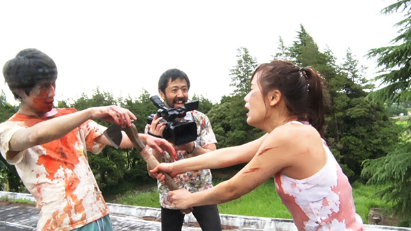 zombie-contro-zombie-recensione-film-2018