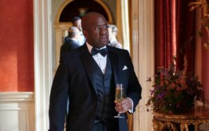 lucian msamati in una scena di gangs of london recensione della serie tv sky original