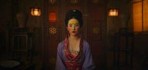 Yifei Liu in una scena di Mulan