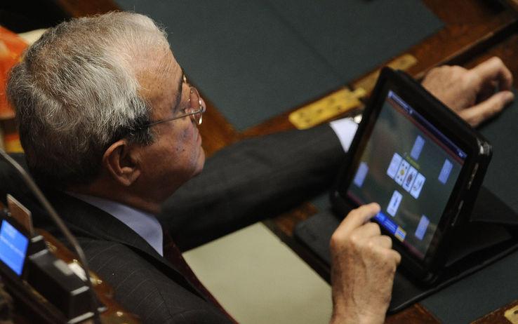 Gli inamovibili deputati e senatori in parlamento da for Numero senatori e deputati in italia